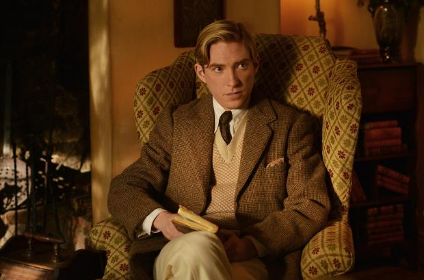 domhnall-gleeson-as-alan-milne-in-the-film-untitled-a-a-milne-photo-by-david-appleby-2017-fox-searchlight-pictures-2-